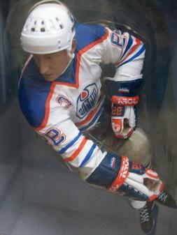 "McFarlane NHL Legends Edmonton Oilers Wayne Gretzky 12"" Hock"